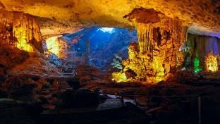 하롱베이 승솟 동굴