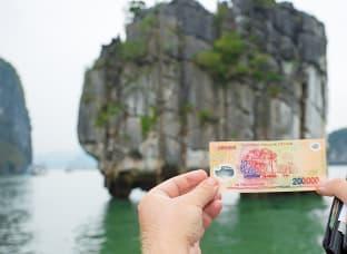 베트남 지폐 소원바위