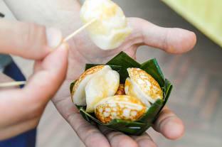 라오스 코코넛 빵