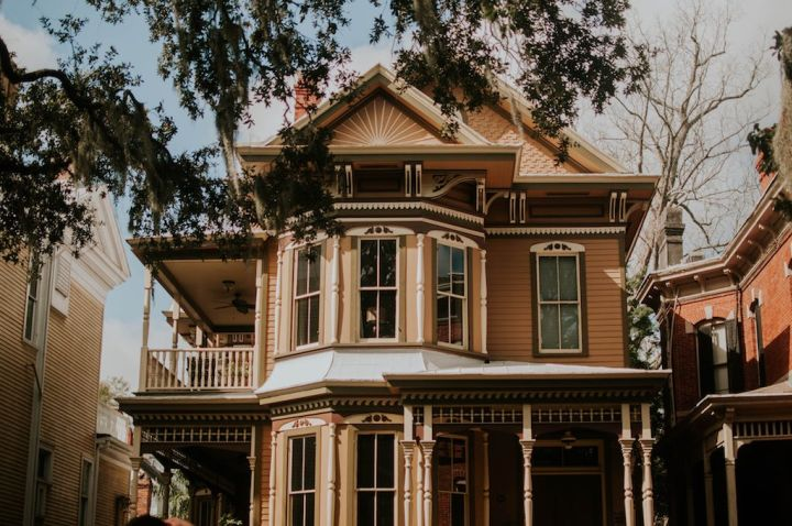 Photo of a Victorian single-family home used as featured artwork for interview piece with Sohin Shah of Instalend. Photo via Jessica Furtney on Unsplash