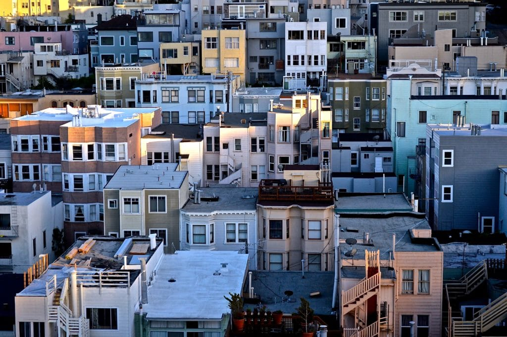 photo of san francisco neighborhood showing lots of multi-family apartment building, homes, and commercial buildings