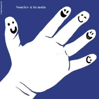 Sourire à la main