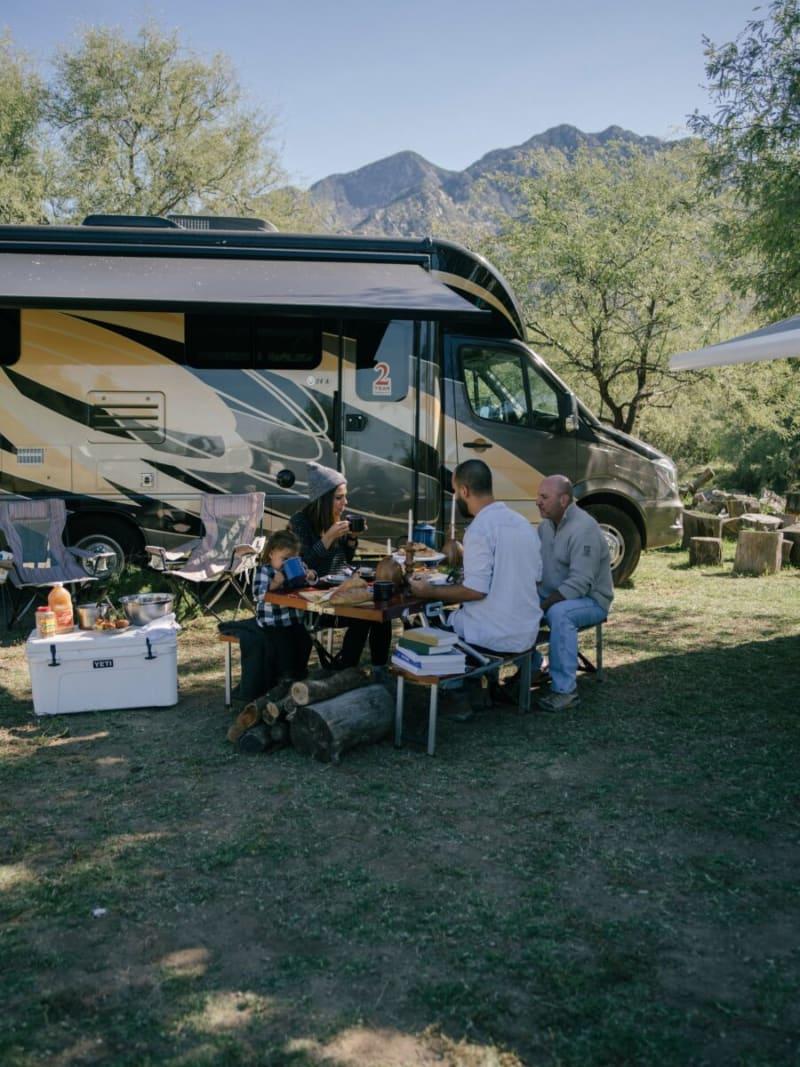 Thanksgiving campground setup