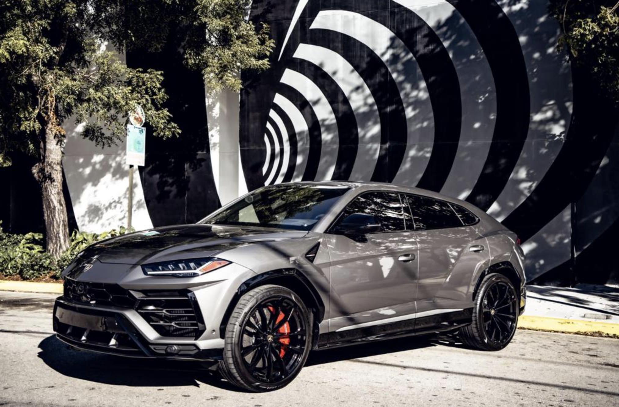 Image #5 of our  2021 Lamborghini Urus - Silver    In Miami Fort Lauderdale Palm Beach South Florida
