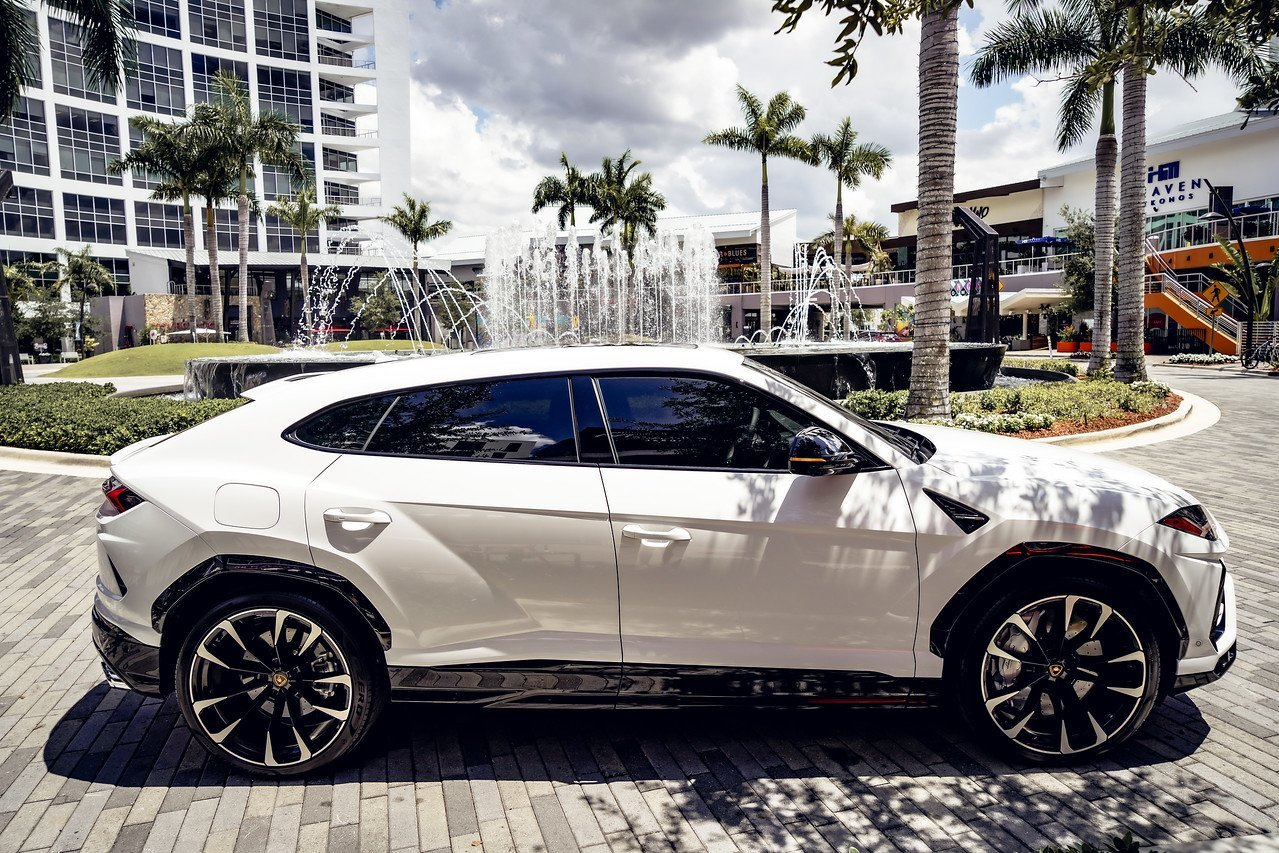 Image #11 of our  2021 LAMBORGHINI URUS - WHITE    In Miami Fort Lauderdale Palm Beach South Florida