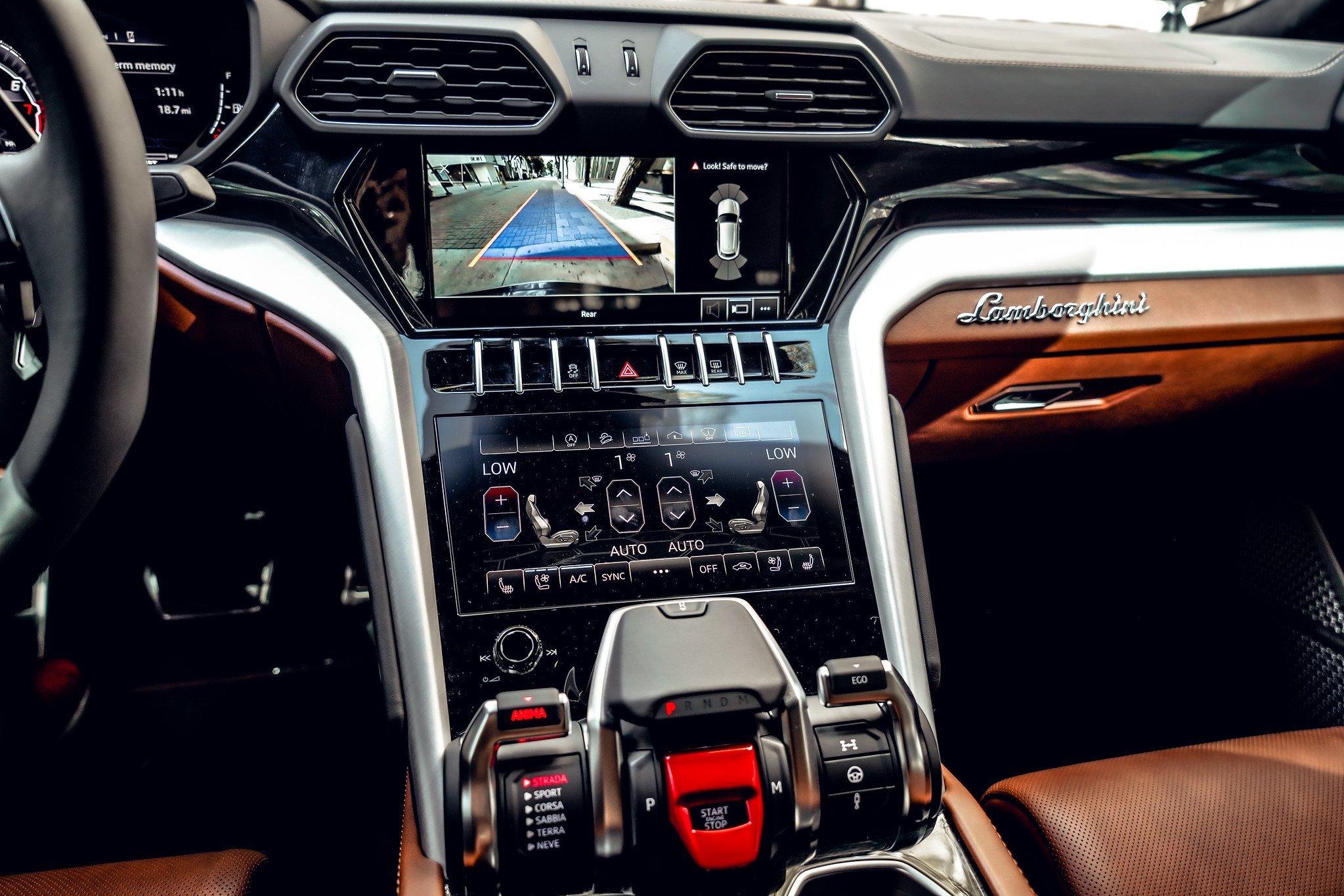 Image #19 of our  2021 Lamborghini Urus - Dark Blue    In Miami Fort Lauderdale Palm Beach South Florida