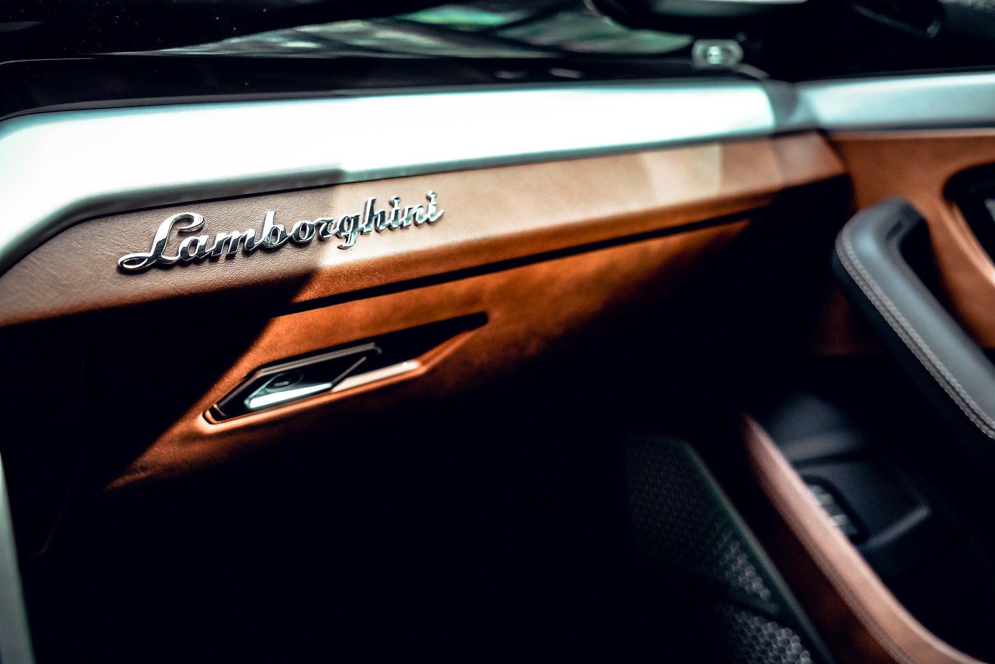 Image #18 of our  2021 Lamborghini Urus - Dark Blue    In Miami Fort Lauderdale Palm Beach South Florida