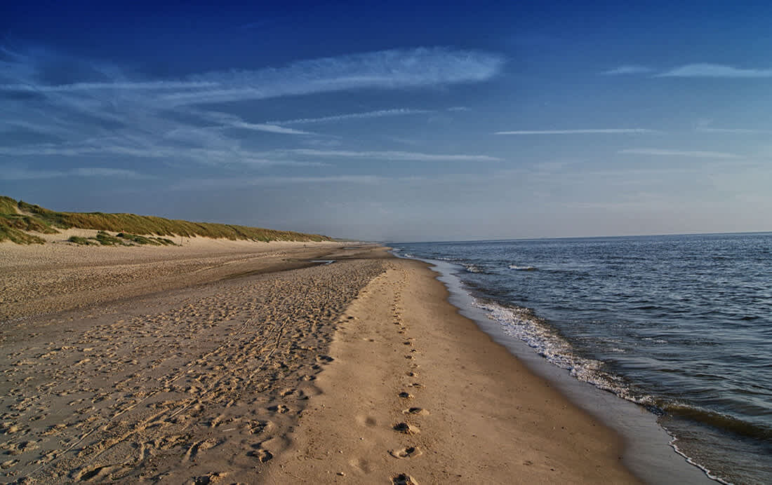Langs duinen, strand en polders