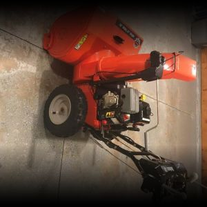 Ariens Delxe 28 Auto Steer Snowblower