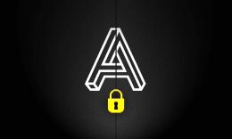 Logo de L'Antichambre Escape Games sur une porte fermée avec un cadenas