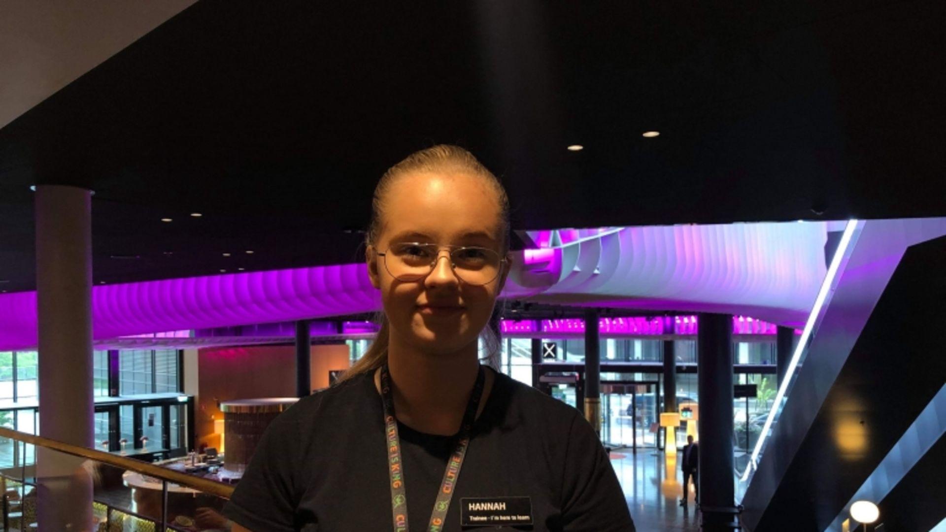 Hannah ska sommarjobba på Petter Stordalens hotell i Oslo
