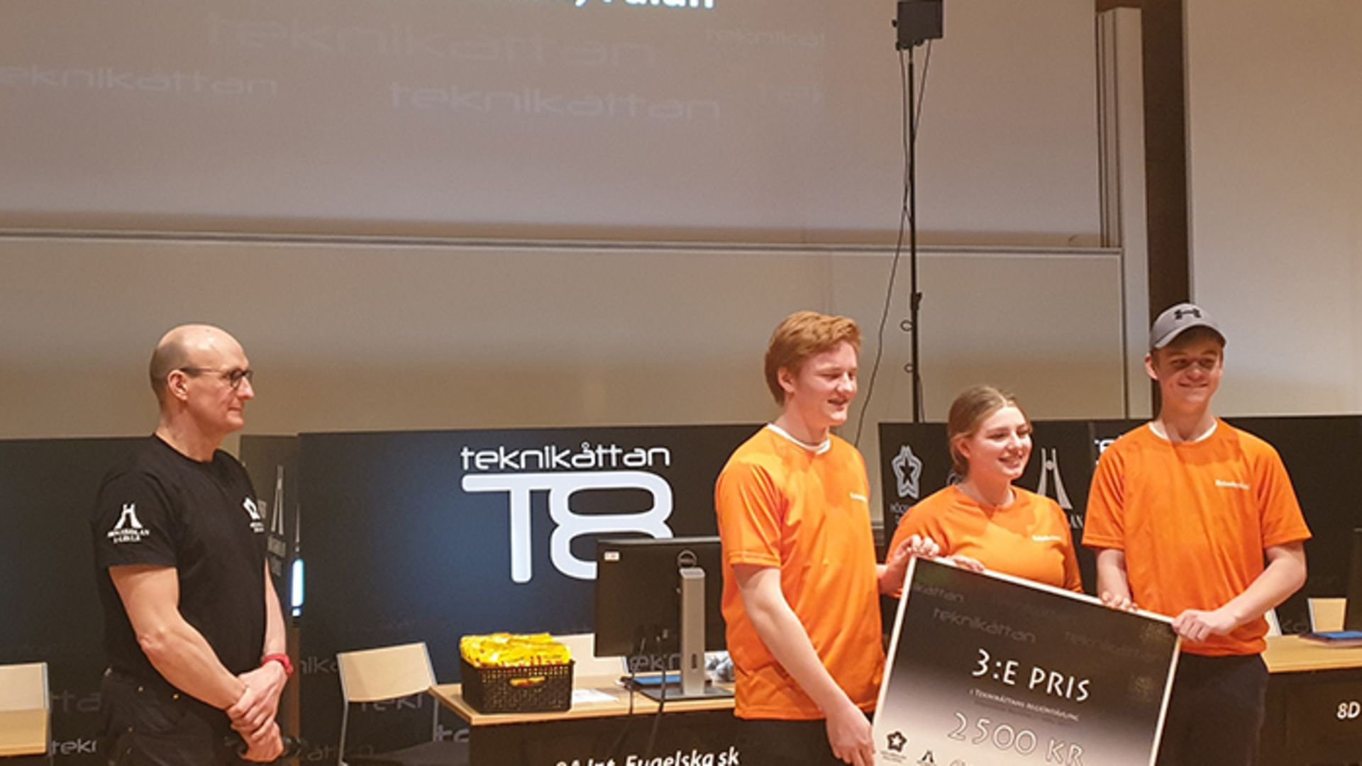 Elever från Erlaskolan i Falun kniper tredje plats på regionfinal i Teknikåttan