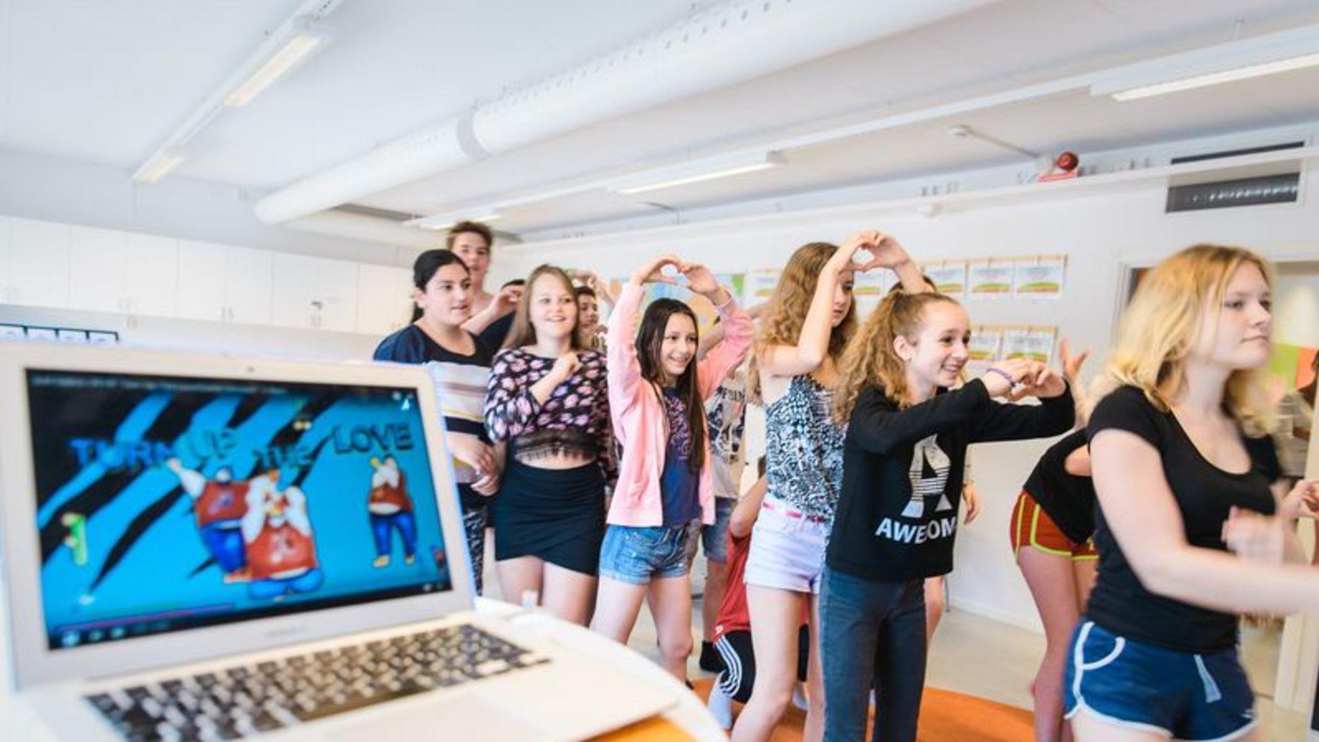 Erlaskolan Östra uppmärksammar Generation Peps satsning Dance 10. 000