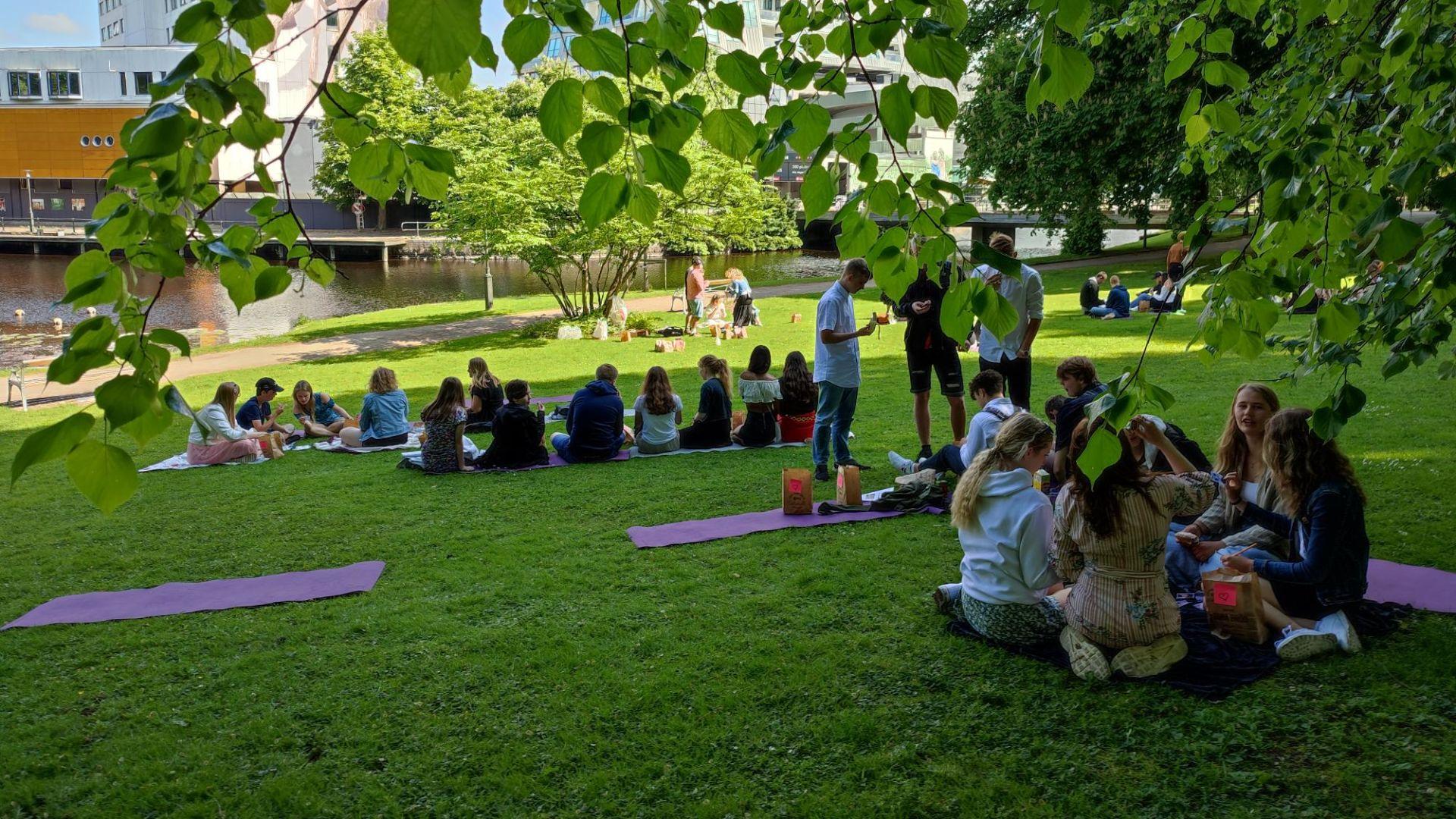 Skolavslutning i Stadsparken för årskurs 1