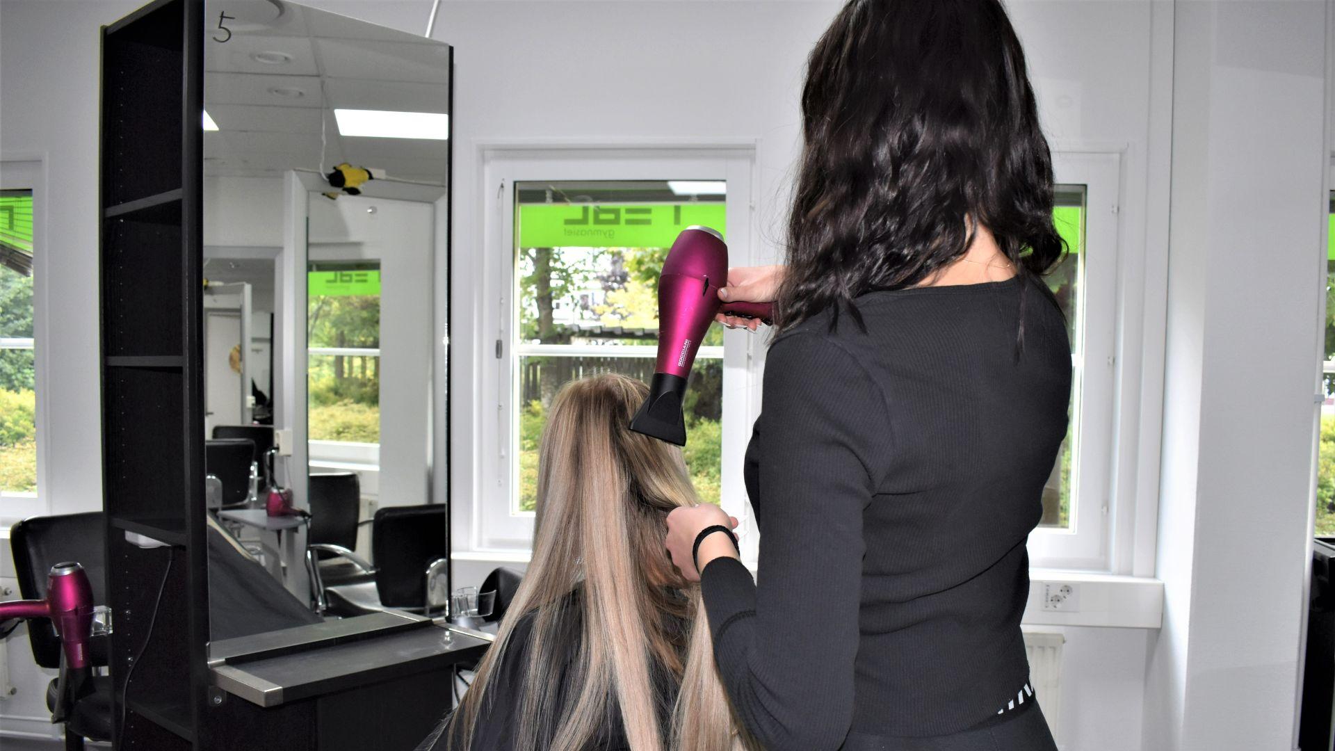 Äntligen är våra framtida frisörer på plats