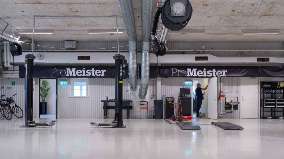 Utbildningen ProMeister Fordon på   Realgymnasiet i Örebro får nya fräscha verkstadslokaler