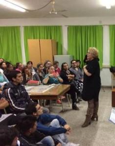 Talar inför en klass