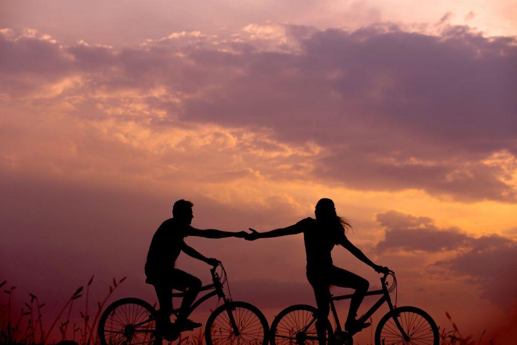 couple on a scenic bike ride