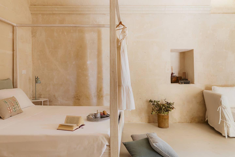 minimalist clay interior - home in madera, italy