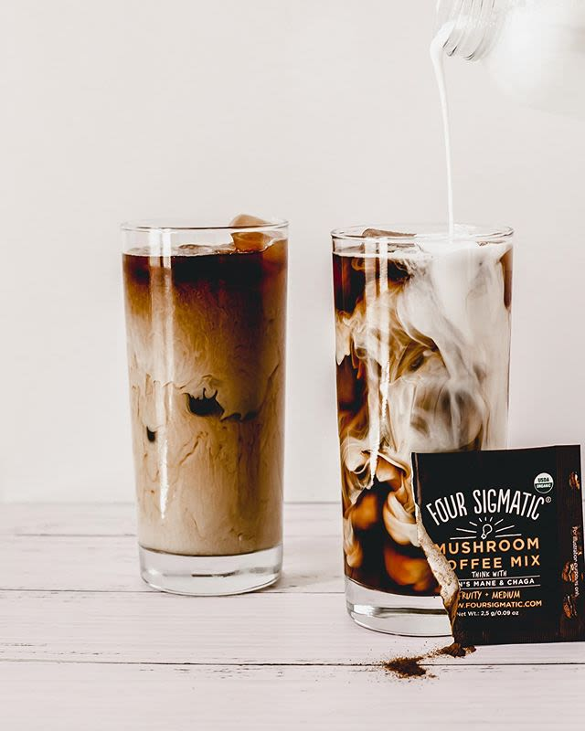 Four Sigmatic coffee sachet with two glasses of coffee with cream