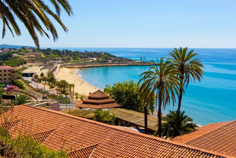 Meer und Häuser in Spanien