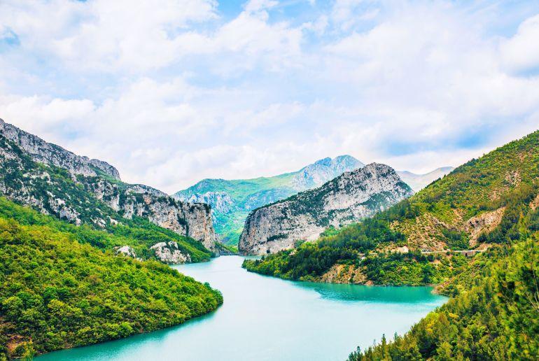 Berge und See in Albanien