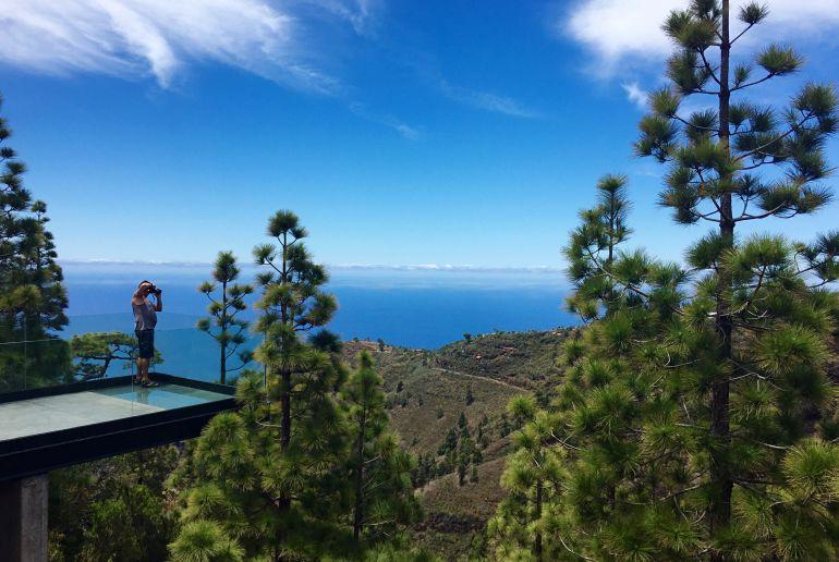 Puntagorda Man auf Aussichtssteg