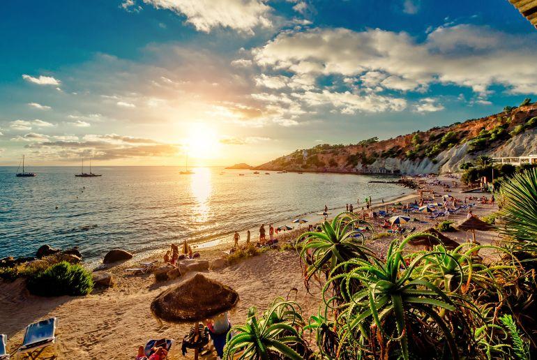 Sonnenuntergang am Strand in Spanien