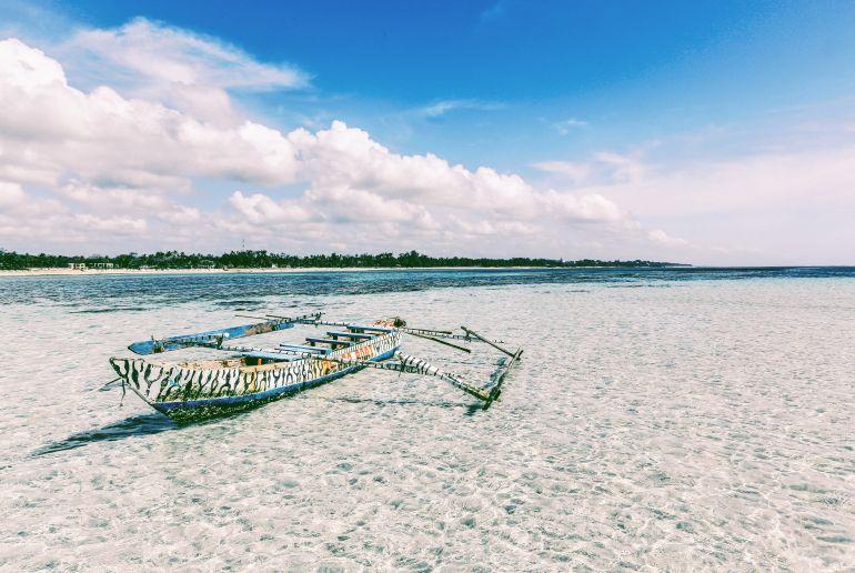 Strand Kenia mit Boot