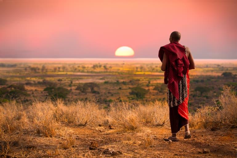 Mann bei Sonnenuntergang
