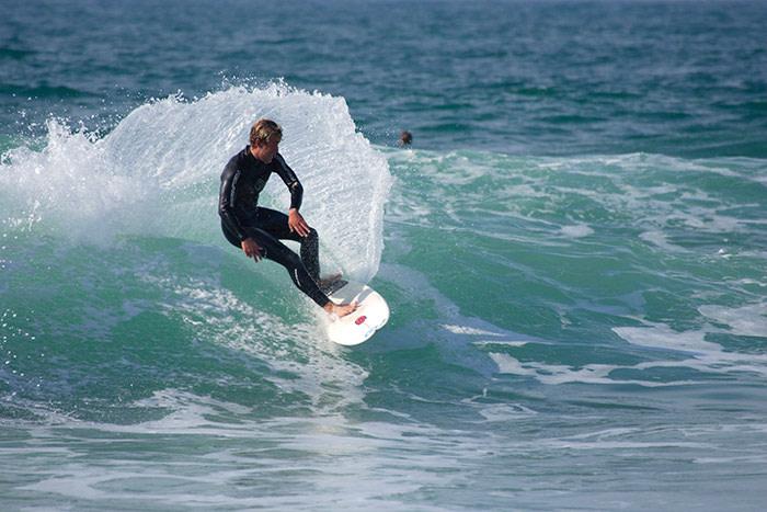 Surfing in Estoril Sintra © Turismo de Lisboa / www.visitlisboa.com