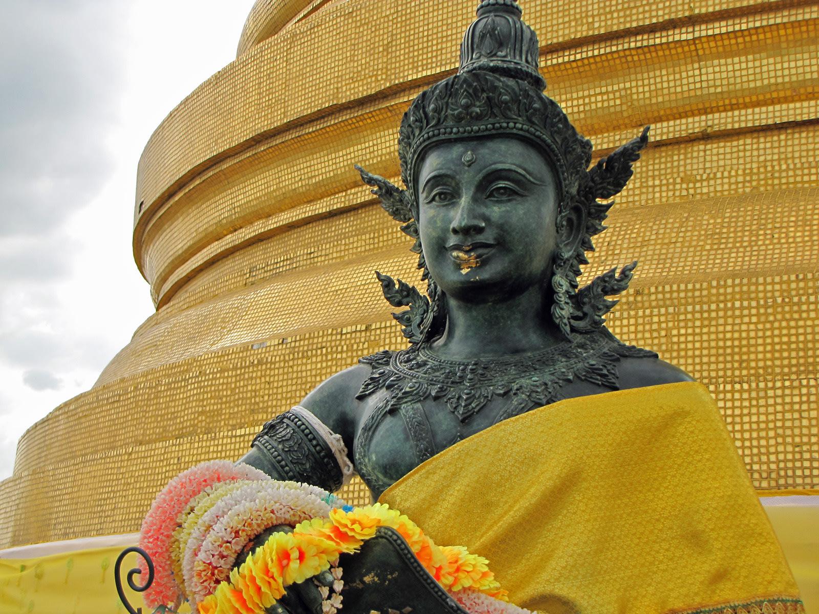 In cima al Wat Saket, la montagna dorata. Cabiria Magni