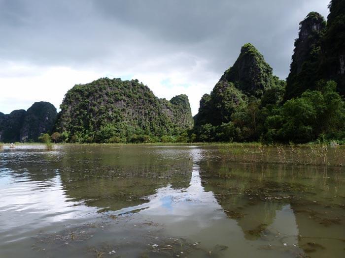 bahia de tam coc en vietnam