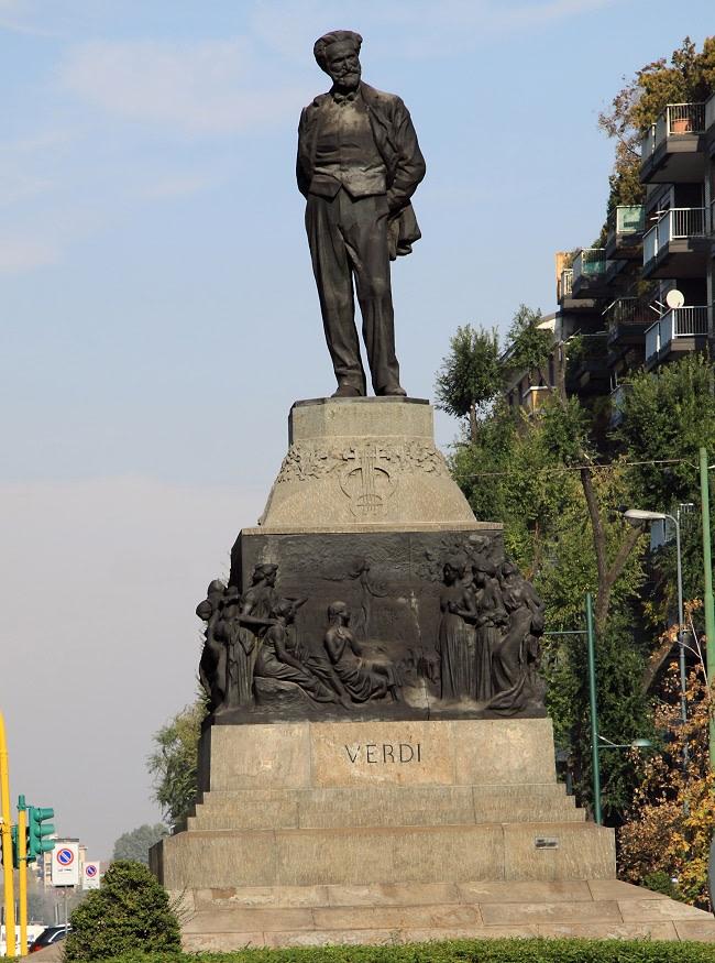estatua de verdi en milan