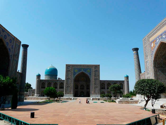 plaza del registan en samarkanda uzbequistan