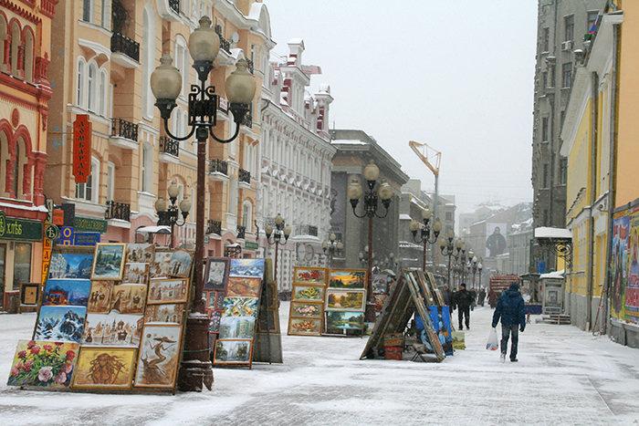 Moscú en invierno: artistas en calle Arbat