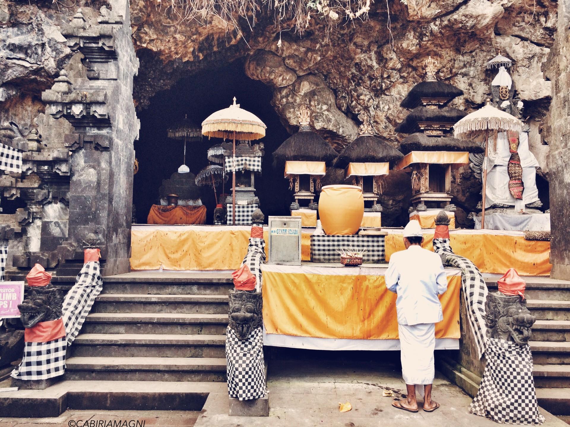 Celebrazione al Pura Goa Lawah