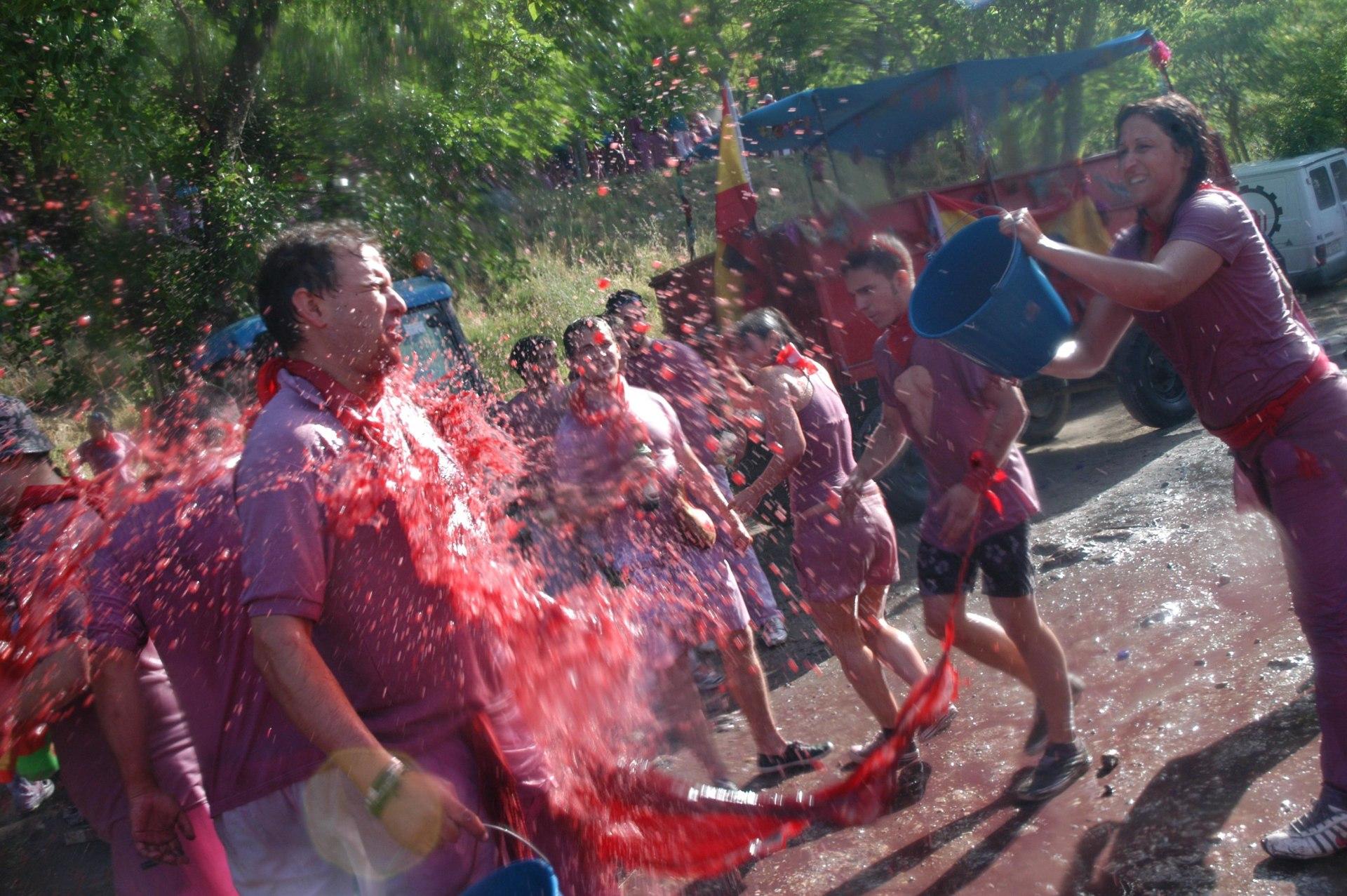 Fiestas de los pueblos: batalla del vino en haro