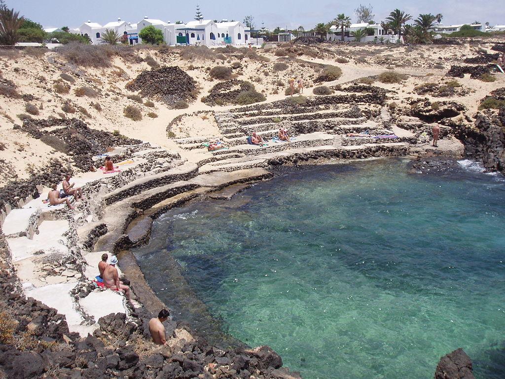 Playas naturistas: charco del palo en lanzarote