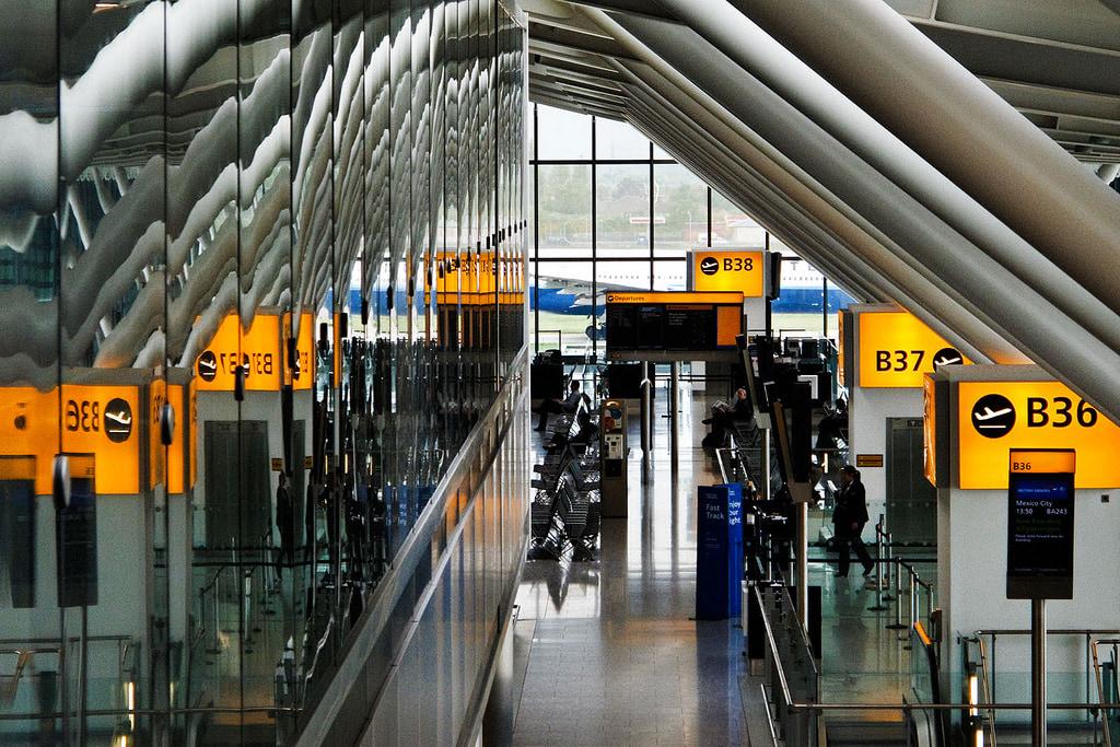 puertas de embarque en el aeropuerto
