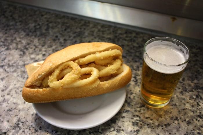 Qué comer en san isidro en madrid: Bocadillo de calamares
