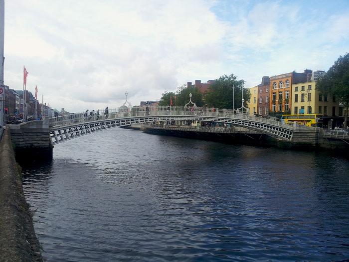 Qué hacer en Dublín: happeny bridge