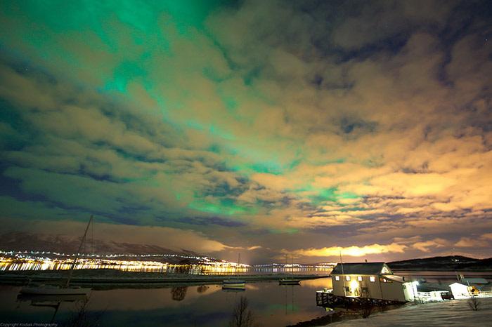 northern-lights-hakoya-tromso-image-via-innovation-norway-credits-gaute-bruvik-visitnorway-com