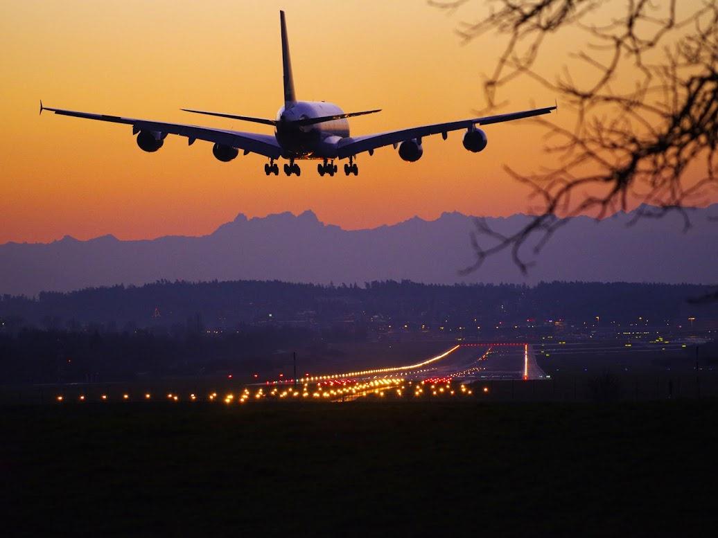 Avión aterrizando en Zúrich