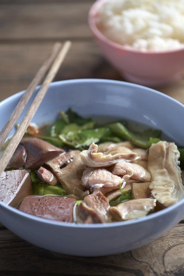 La colazione thailandese a base di street food