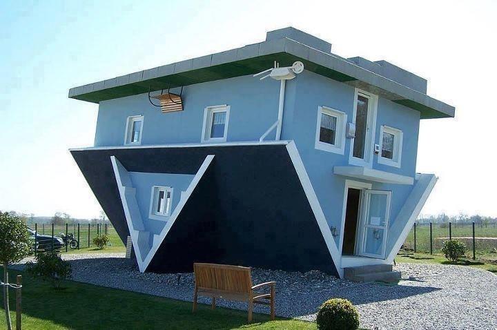 La casa a testa in giù a Trassenheide