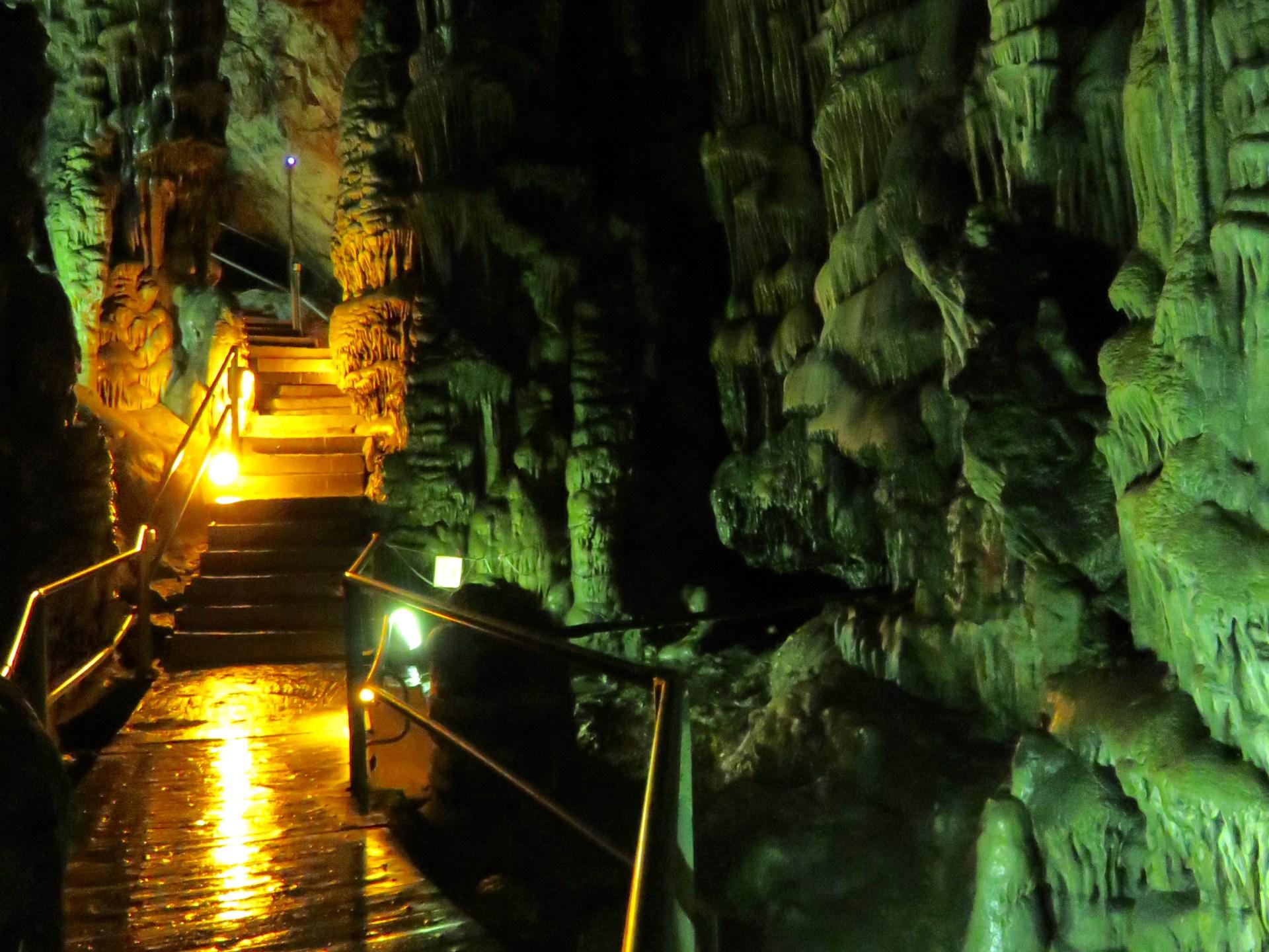 Interno della grotta Dikteon 1
