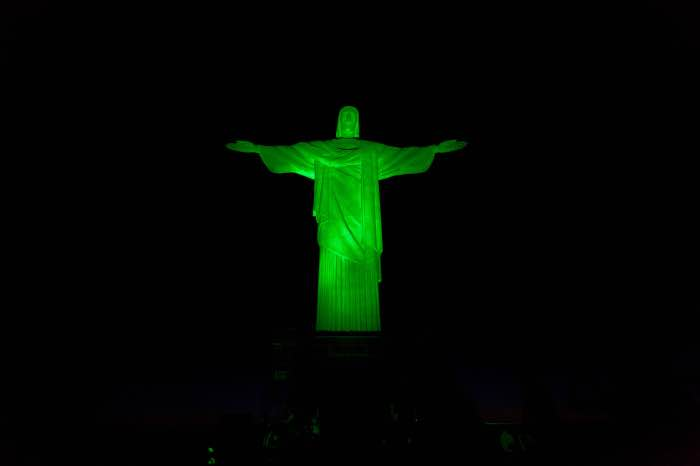 CHRIST THE REDEEMER STATUE, BRAZIL, JOINS TOURISM IRELAND'S GLOBAL GREENING san patrick day giorno di san patrizio