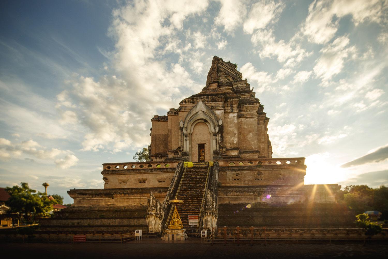 Monuments historiques - Temple Wat Chedi Luang à Chiang Mai