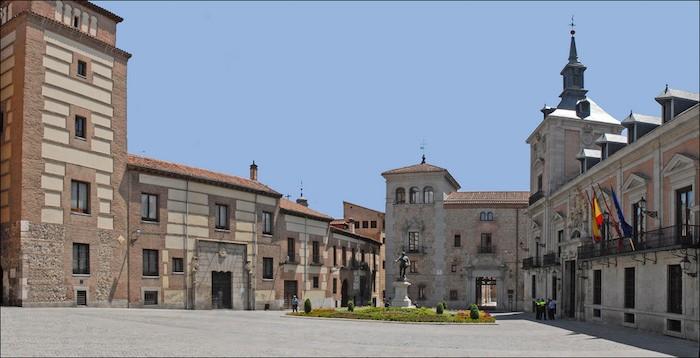 La Plaza de la Villa acoge el pregón inaugural de las fiestas. Foto: Jean-Pierre Dalbéra/ Flickr CreativeCommons.